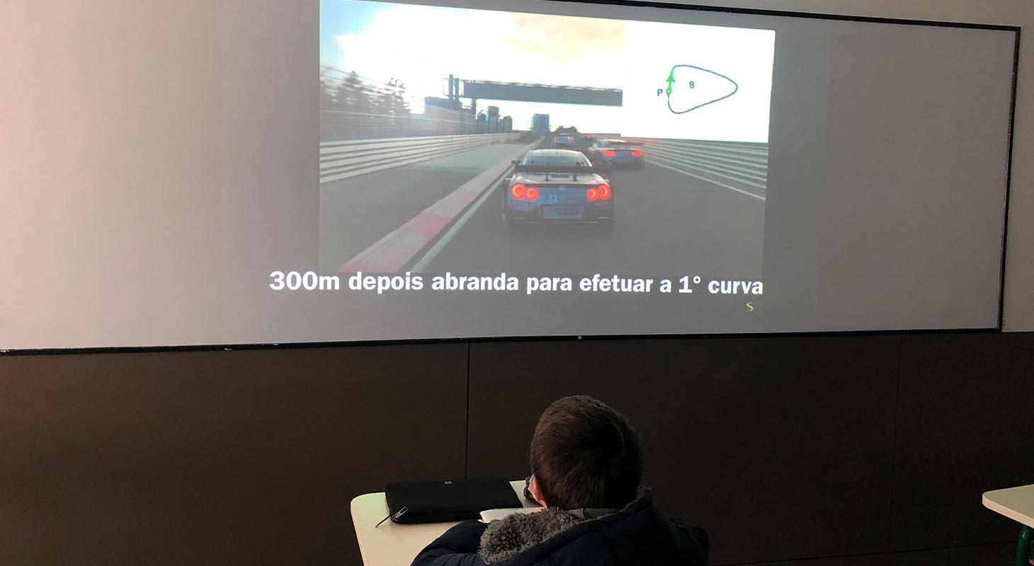 GRÁFICOS E CARROS DE CORRIDA